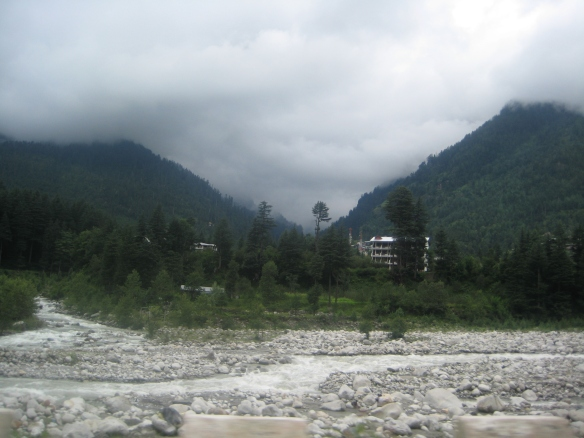 Beautiful Manali with the tempestuous River Beas. But before we could pay our respects to Beas, we had to greet River Thirtan. More about her in the next post.